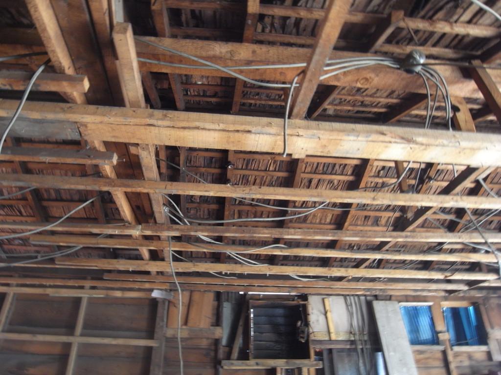 屋根の杉皮